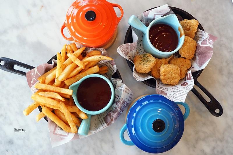 HoneyWood Cafe|夢幻花牆咖啡廳,大塊草坪超適合遛小孩親子餐廳推薦!桃園美食