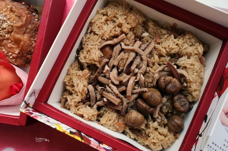 育兒紀錄♥飛飛滿月的冊子油飯,雞腿禮盒超美又好吃!