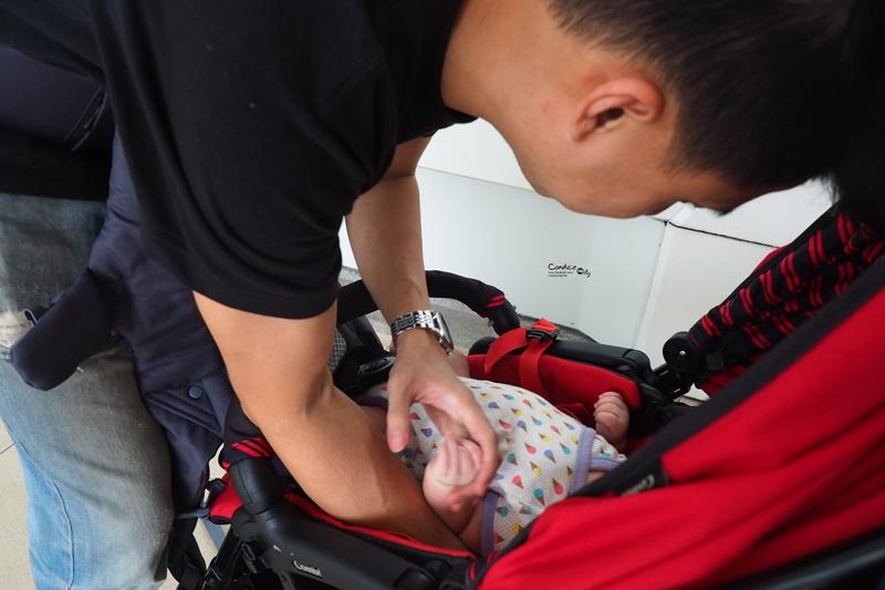 揹巾推薦♥只需要一條的BECO天王星,新生兒揹巾推薦!