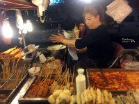 《弘大美食》弘大紅包車首爾小吃,路邊攤吃辣炒年糕,魚板,紫菜飯捲! @陳小沁の吃喝玩樂