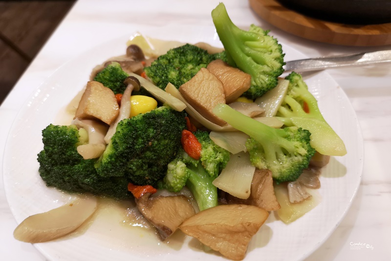 飯BAR Station 信義微風店 精緻創意上海菜,桌邊服務很威喔(市政府美食)