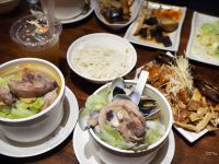 雙月食品社|很威的米其林雞湯,菜單多樣,油飯招牌(善導寺美食) @陳小沁の吃喝玩樂