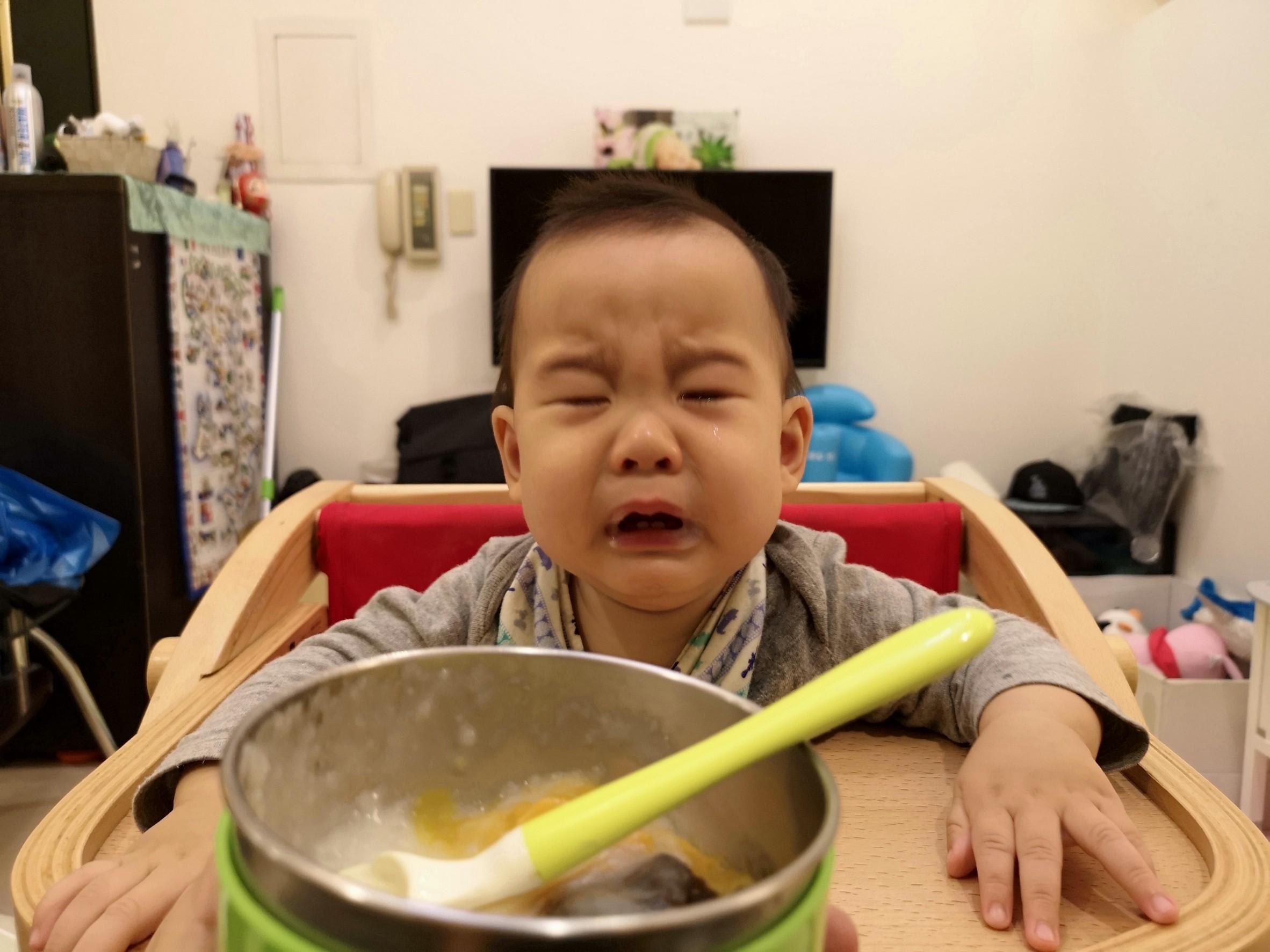 育兒紀錄♥4-8m小記錄!飛飛化身吃貨!口慾強,戒不了夜奶,媽媽累! @陳小沁の吃喝玩樂