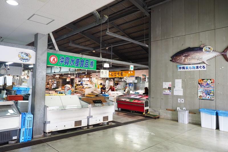 泊港漁市場|新鮮漁貨,必吃生魚片,生蠔,烤海鮮!沖繩那霸早餐推薦
