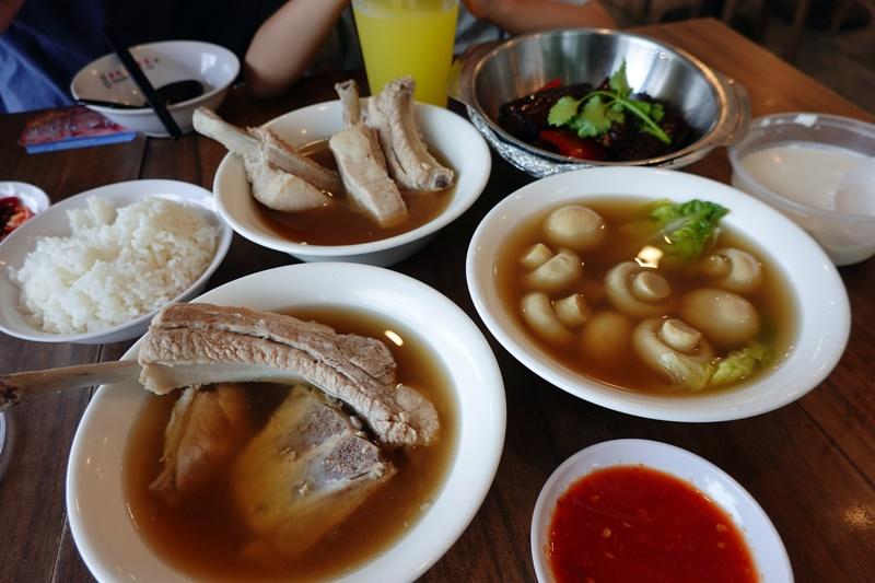 發起人肉骨茶|新加坡必吃肉骨茶餐廳,胡椒味超濃郁,近阿拉伯區! @陳小沁の吃喝玩樂