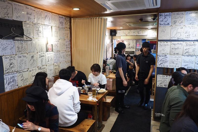 shin-shin 純情拉麵天神本店|連炒飯都好吃的熱門九州拉麵排隊店!