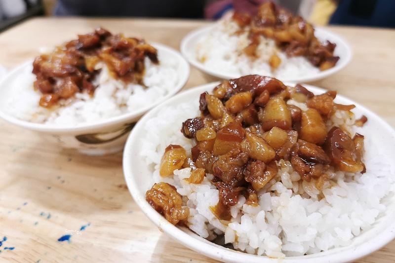 南京七里香麻辣鴨血臭豆腐|好吃的滷肉飯,內湖美食,湖光市場對面!