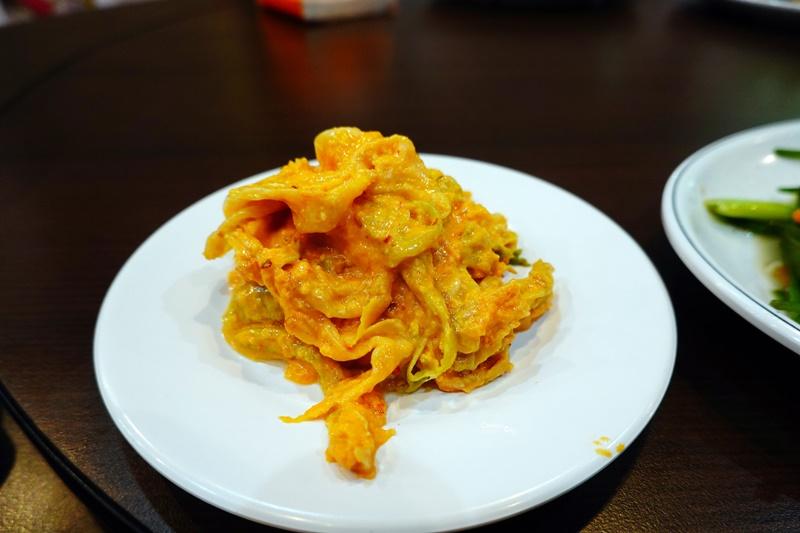 天下第一窯烤雞 宜蘭烤雞推薦,烤雞內塞檸檬去油解膩很特別!