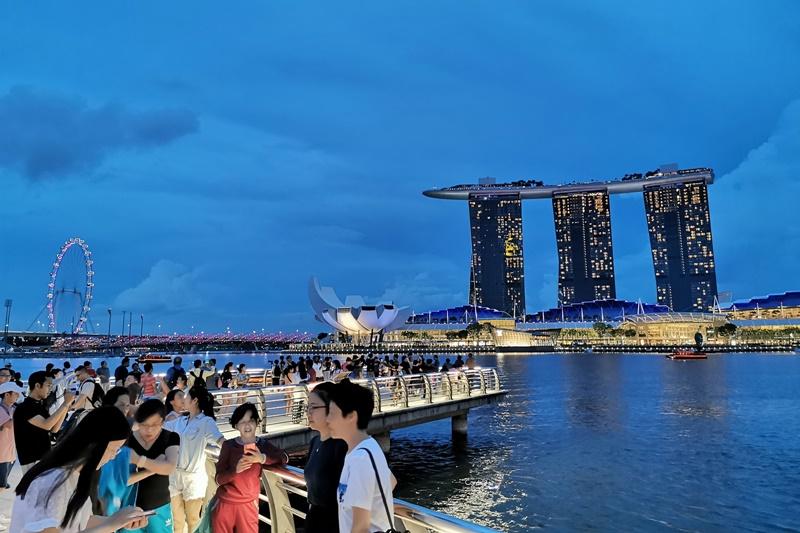 魚尾獅公園|魚尾獅媽媽,新加坡100間星巴克!新加坡景點(新加坡夜景超美!)
