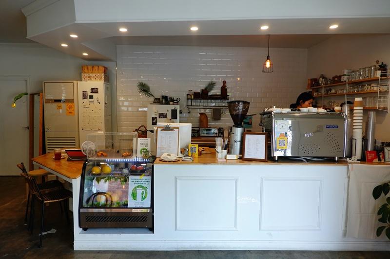 coffee bittersweet|濟州島咖啡廳推薦,全白咖啡廳超好拍!