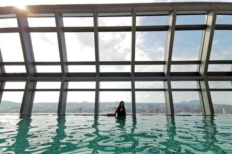 板橋凱撒大飯店|超美空中泳池,板橋車站住宿飯店!早餐好吃,價位便宜!超推薦!