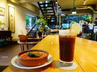 一粒沙咖啡廳|遠眺野柳大海美景!超喜歡的溫暖咖啡廳(野柳美食) @陳小沁の吃喝玩樂