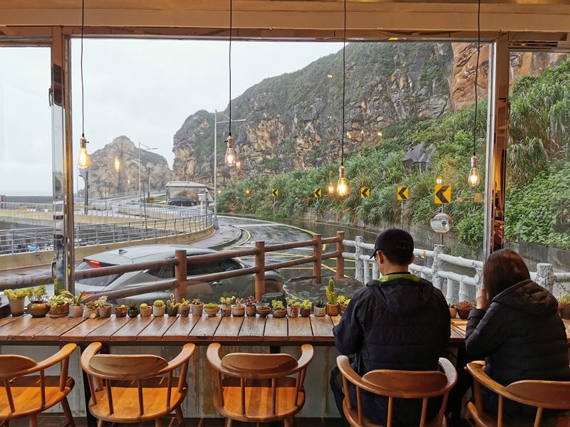 一粒沙咖啡廳 遠眺野柳大海美景!超喜歡的溫暖咖啡廳(野柳美食)