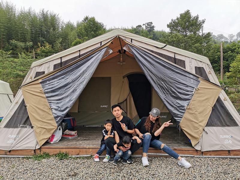 新竹愛上天湖露營區|入住南非狩獵帳!可戲水,划船的新竹親子露營區!