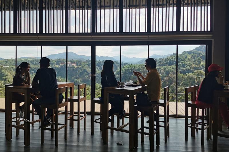 鹿篙咖啡莊園|坐擁高山茶園美景的南投咖啡廳!漂亮山景喝咖啡!