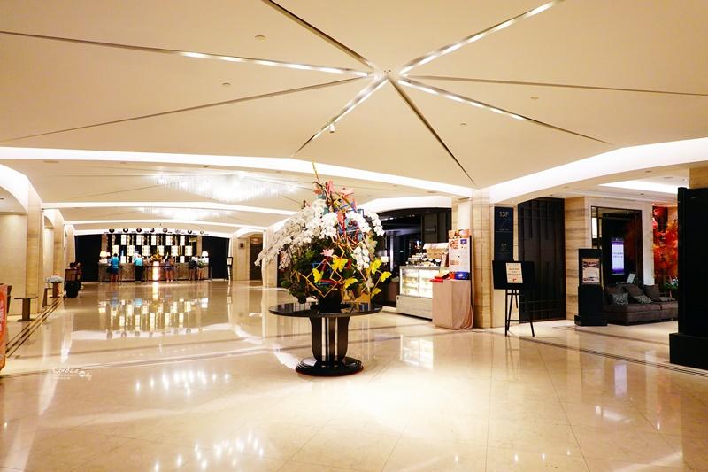 台中金典酒店|15樓高空泳池VIEW超讚!綠園道逛街很方便!