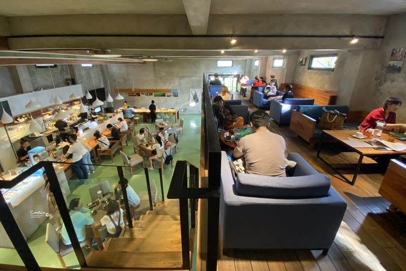 Community Cafe' 墾墨咖啡|超喜歡的台東咖啡廳,圖書館式網美牆!