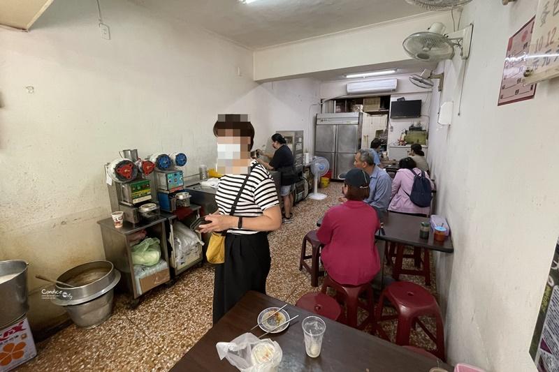 重慶豆漿炸蛋餅|大龍市場有間必吃台北蛋餅!內有蘿蔔乾吃得過癮!